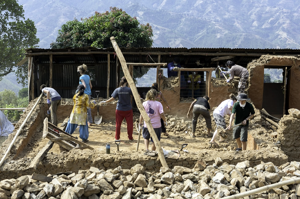 Volunteers Help Locals After Nepal Earthquake